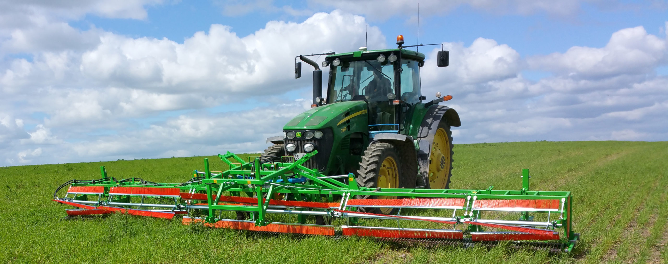 8005 Skärning tistel mm beskuren m traktor
